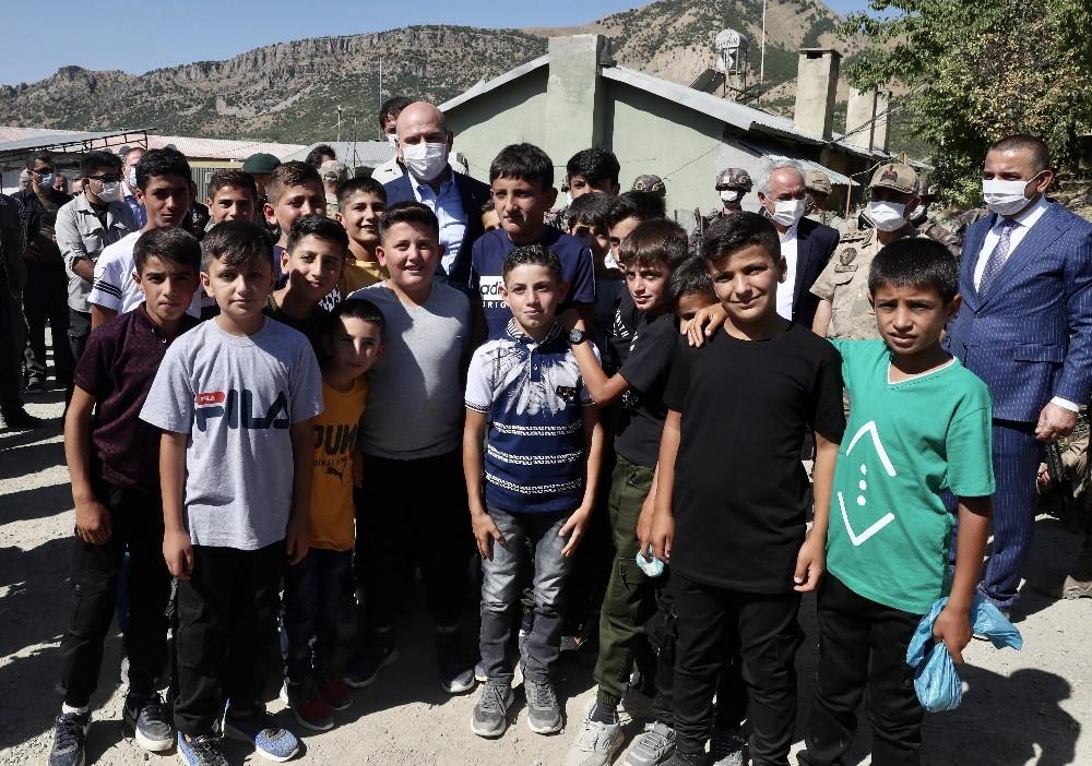 İçişleri Bakanı Soylu Siirt üs bölgesinde
