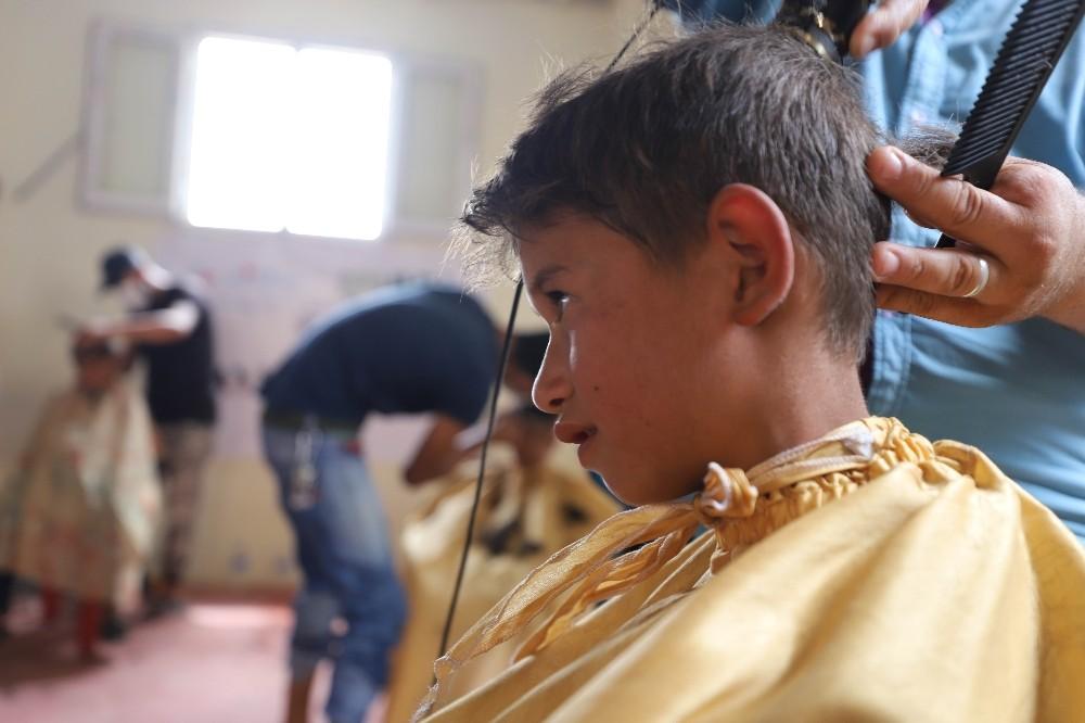 Suriyeli çocuklara bayram tıraşı
