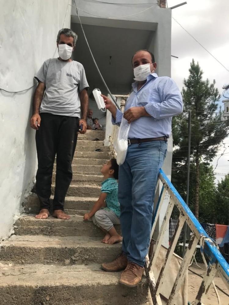Siirt'te 30 köy ve 9 mahallede ücretsiz maske dağıtıldı