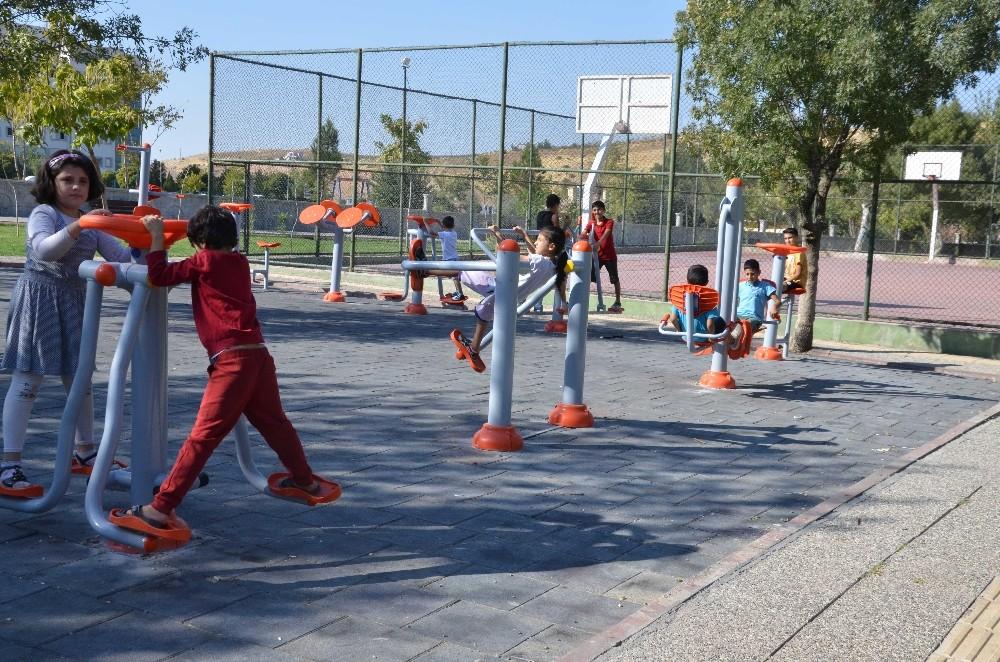 Kurtalan'da parklar yenileniyor