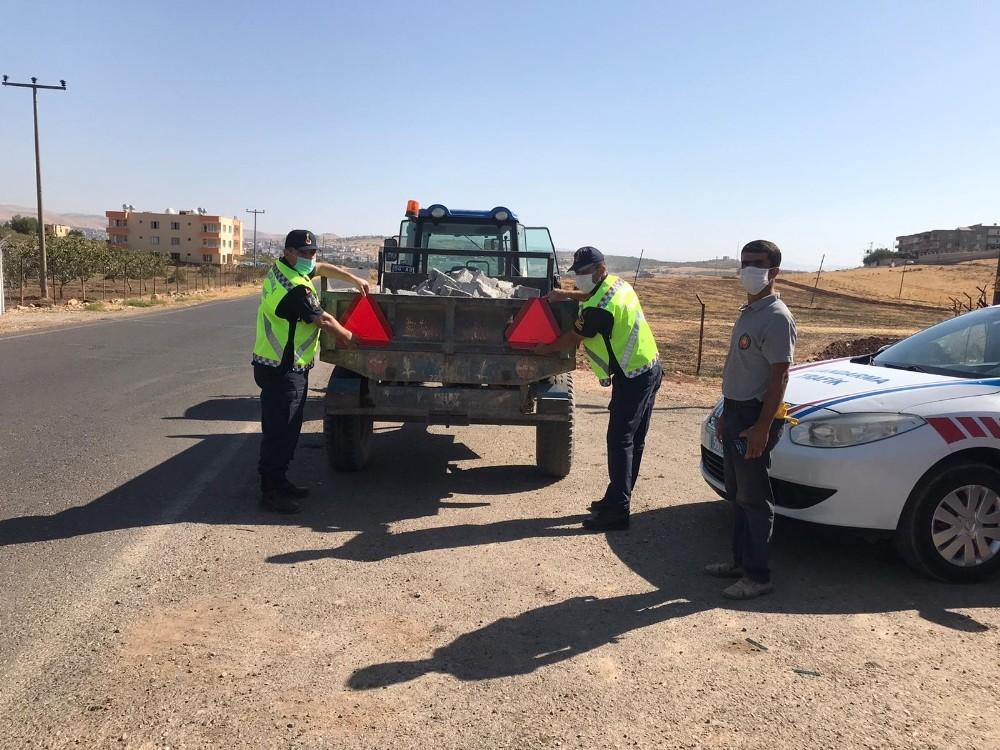 Siirtli sürücülere reflektör dağıtıldı