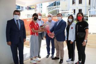 Türkiye Güreş Federasyonu Başkanı Musa Aydın, Vali Hacıbektaşoğlu'nu ziyaret etti