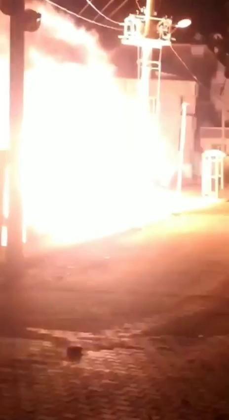 Siirt'te elektrik trafosu bomba gibi patladı