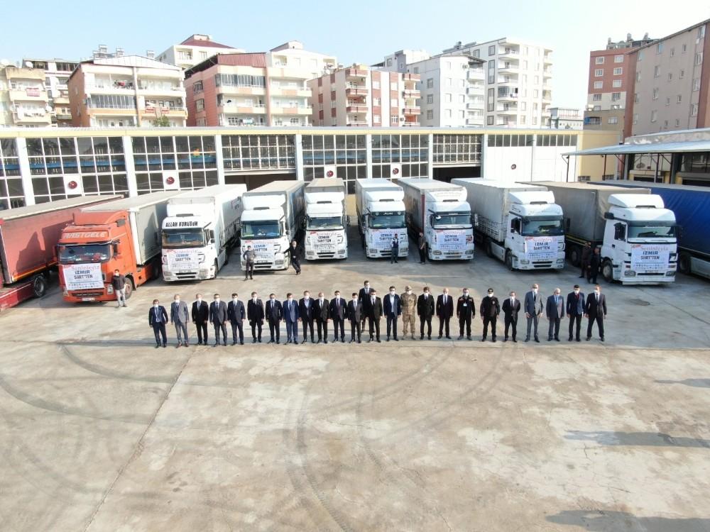 Siirt'ten İzmir'e 10 tır yardım malzemesi gönderildi