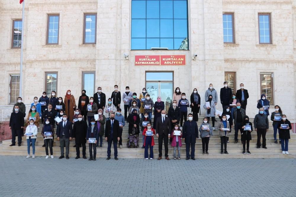Kurtalan'da öğrencilere tablet desteği