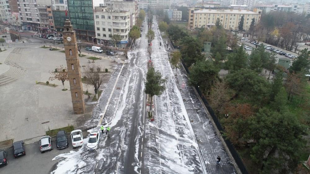 Siirt'te kayyum talimat verdi, kent merkezi ayna gibi parladı