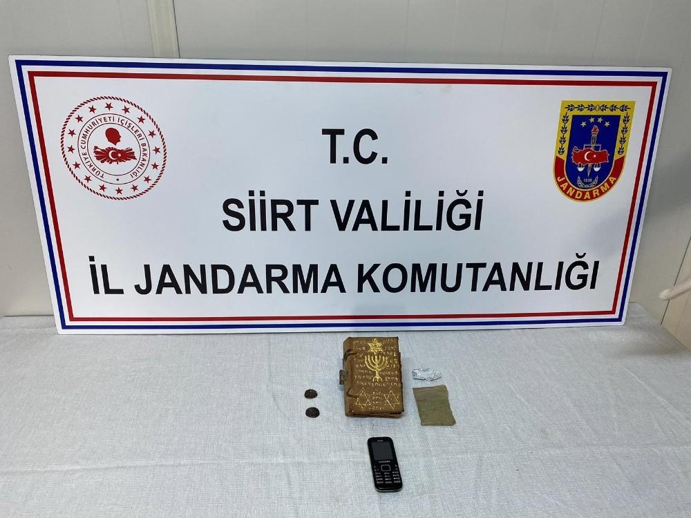 Siirt'te tarihi eser niteliğinde 3 parça ve uyuşturucu madde ele geçirildi