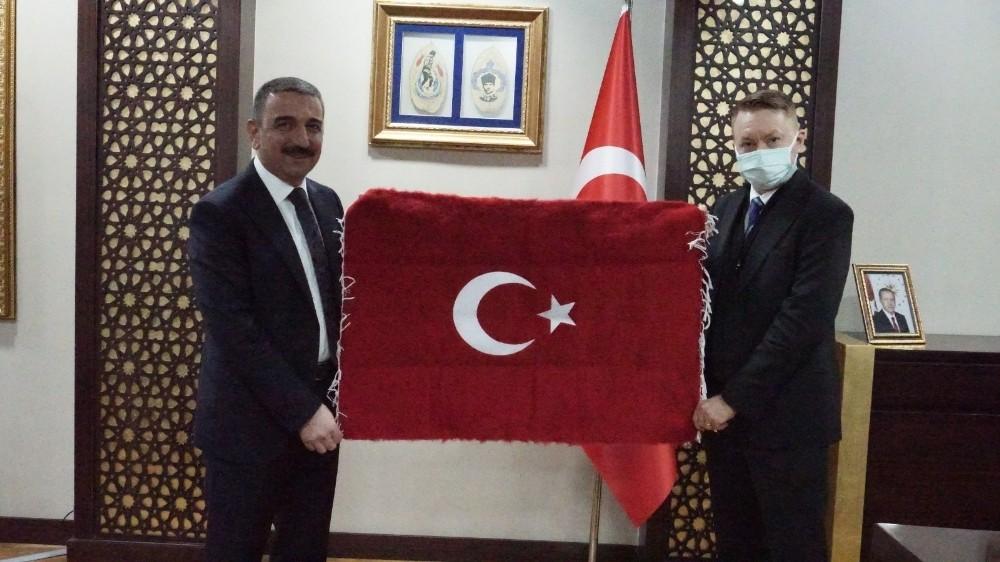 Avustralya Büyükelçisi Innes-Brown'dan Siirt Valisi Hacıbektaşoğlu'na ziyaret