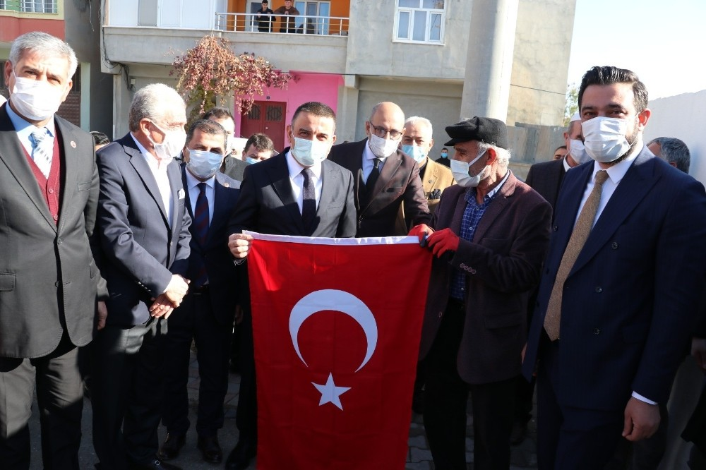 Siirt Valisi Hacıbektaşoğlu, husumetli iki aileyi barıştırdı