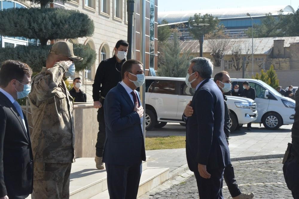 Bakan Yardımcısı Baydaş ve Jandarma Genel Komutanı Çetin, Siirt Valisi Hacıbektaşoğlu'nu ziyaret etti