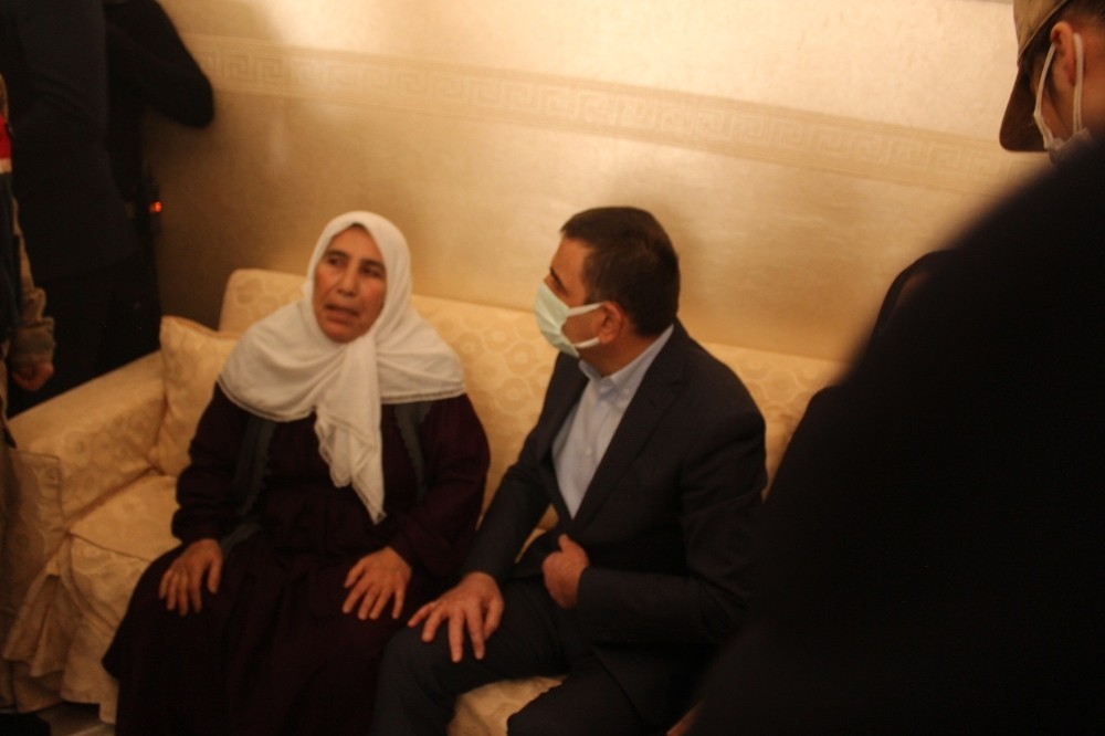 Siirt Valisi Hacıbektaşoğlu, şehit Süleyman Sungur'un ailesine başsağlığı ziyaretinde bulundu