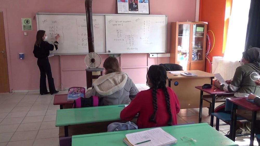 Siirt'te köy okullarında yüz yüze eğitimde ders zili çaldı