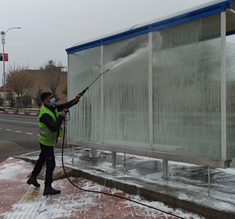 Siirt Belediyesi vatandaşların ortak kullanım alanlarını temizledi