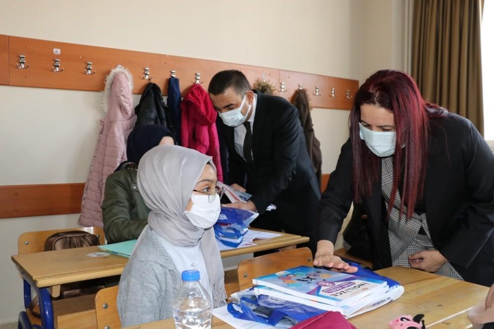 Siirt Valisi Hacıbektaşoğlu, eğitim kurumlarında incelemelerde bulundu