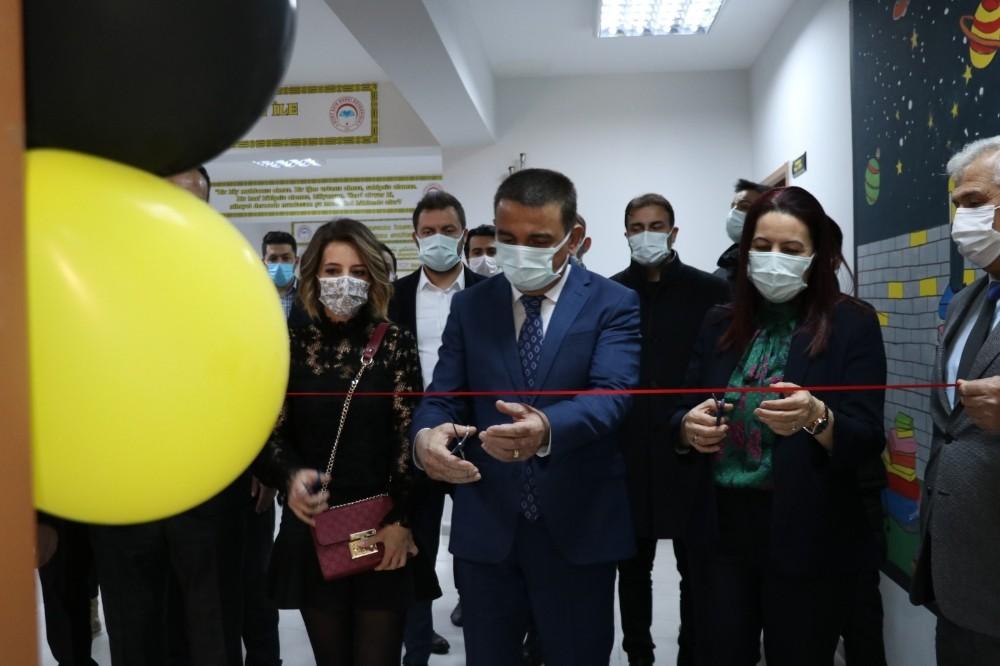 Siirt Valisi Hacıbektaşoğlu, kütüphane açılışını gerçekleştirdi