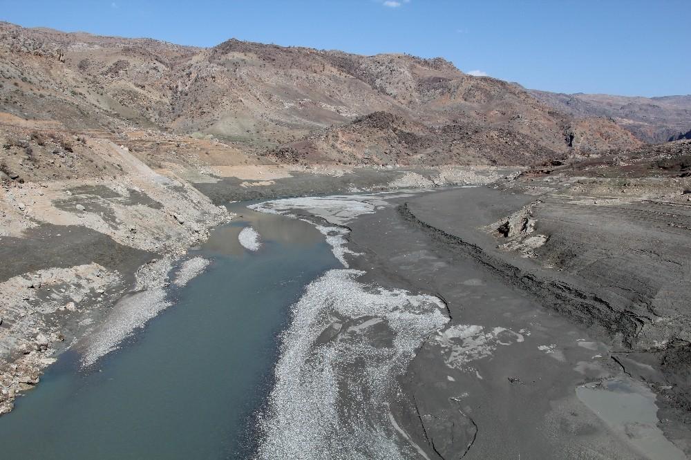 Siirt'te kuraklık baş gösterdi, barajlarda su seviyesinin düşmesi çiftçileri tedirgin etti