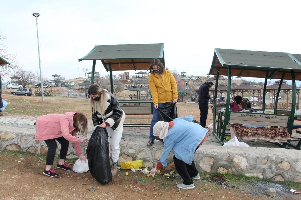 Siirt'teki çevre temizliği etkinliğine Ukraynalı turistler de katıldı