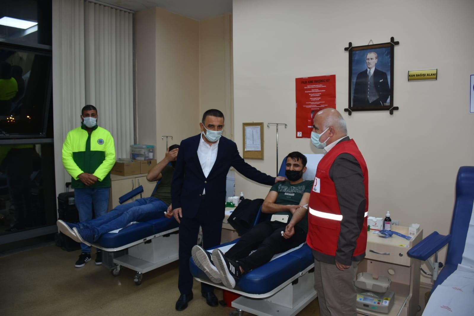 """Siirt Valisi Hacıbektaşoğlu: """"Bir ünite kan verene bir porsiyon büryan hediye"""""""