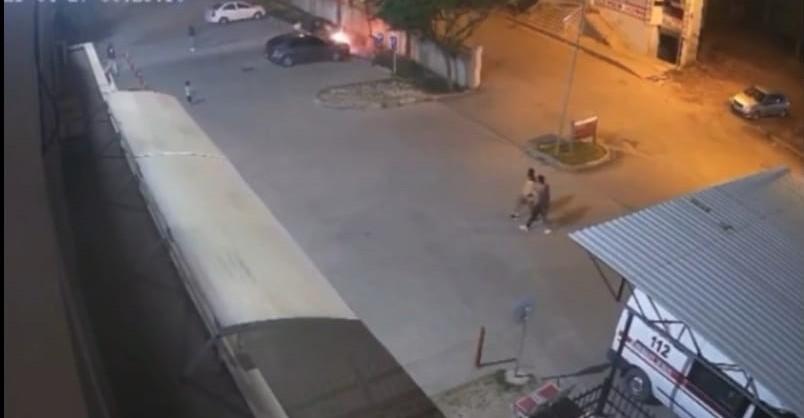 Siirt'te hastane parkındaki araç alev aldı
