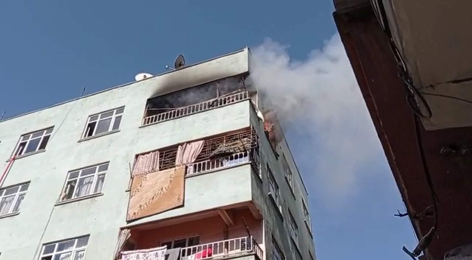 Siirt'te faciadan dönüldü: Alevlerin teslim aldığı evde kimsenin olmaması yüreklere su serpti