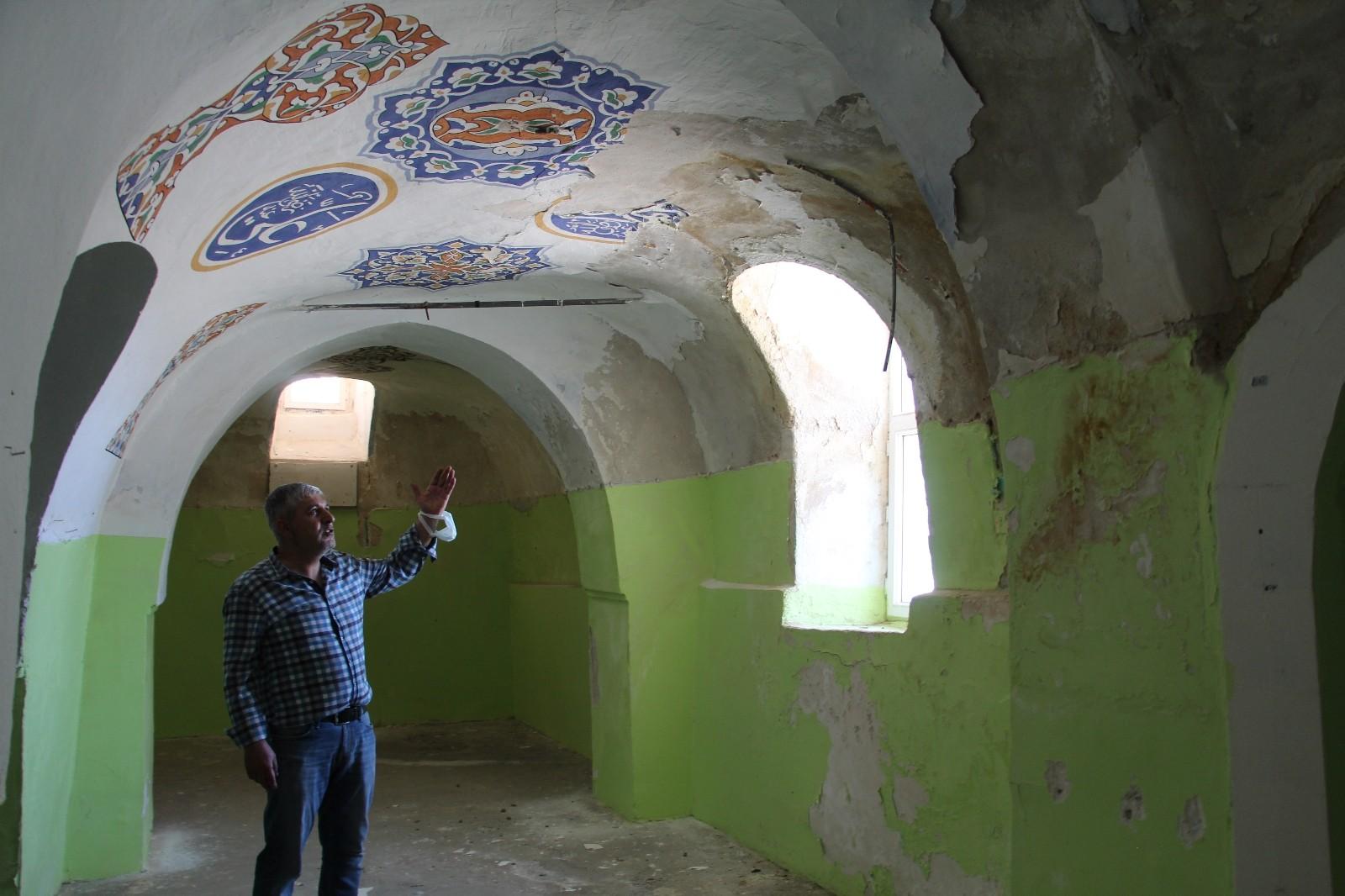 Siirt'te vatandaşlar, 4 asırlık tarihi caminin onarılıp ibadete açılmasını istiyor
