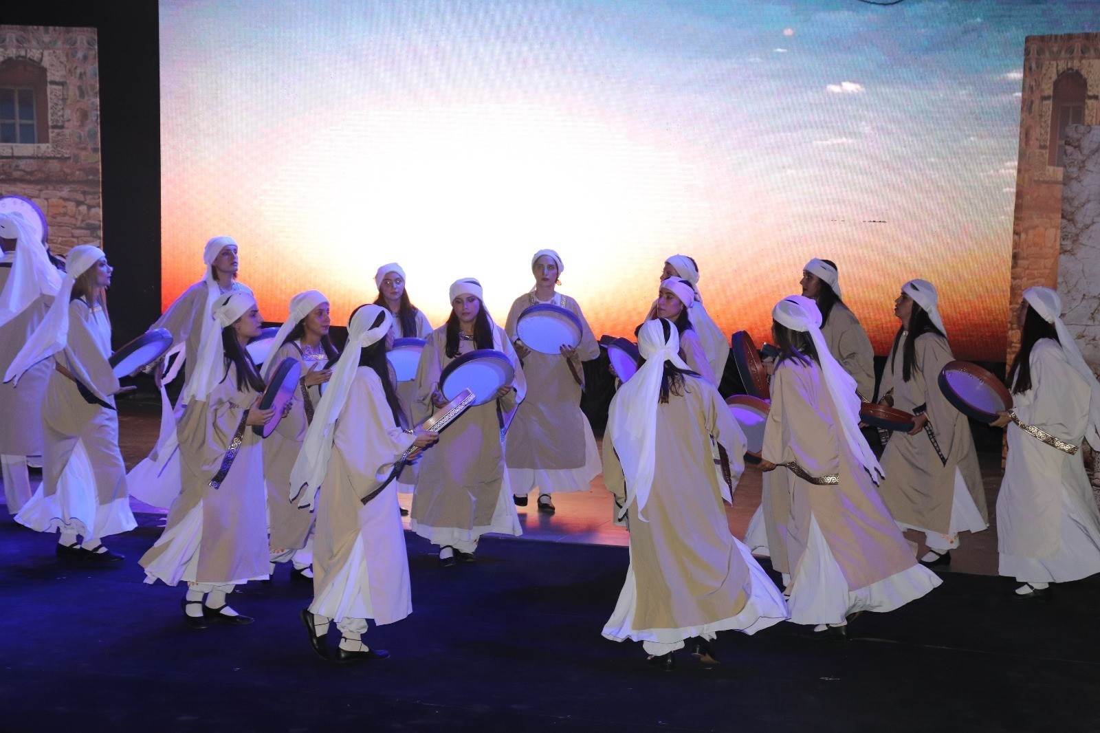 Siirt Belediyesi ev sahipliğinde düzenlenen 'Botan Efsanesi' gösterisi izleyenleri büyüledi