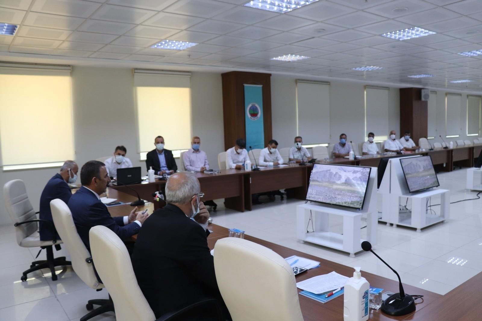 Siirt Valisi Hacıbektaşoğlu, belediyede birim müdürleriyle bir araya geldi