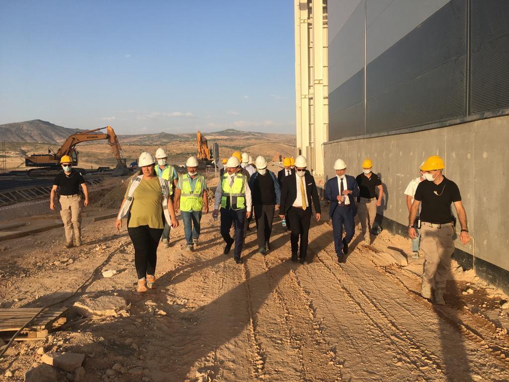 Siirt Valisi Hacıbektaşoğlu, çinko izabe tesisi inşaatında incelemelerde bulundu