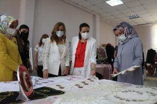 Siirt'te hayat boyu öğrenme sergisi açıldı