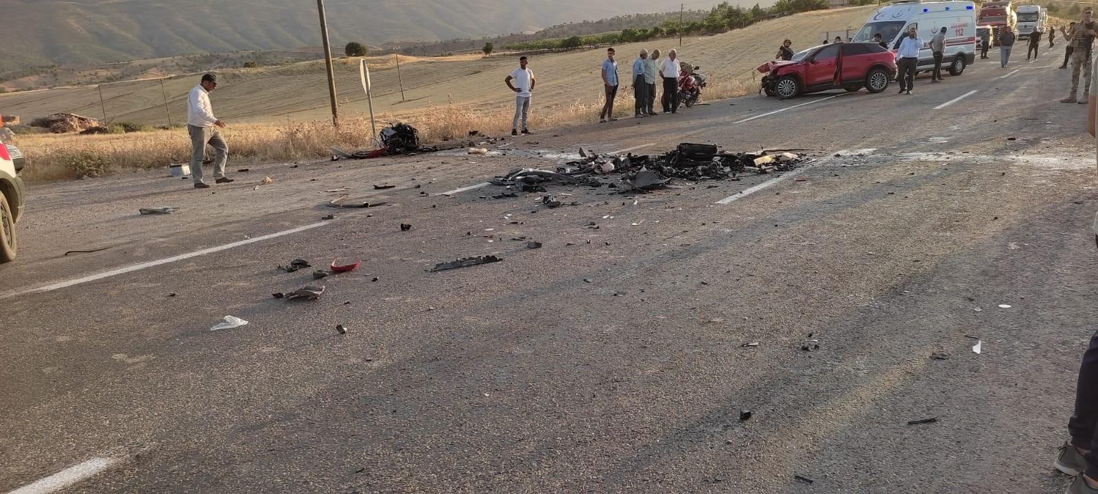 Siirt'te iki araç kafa kafaya çarpıştı:3 yaralı