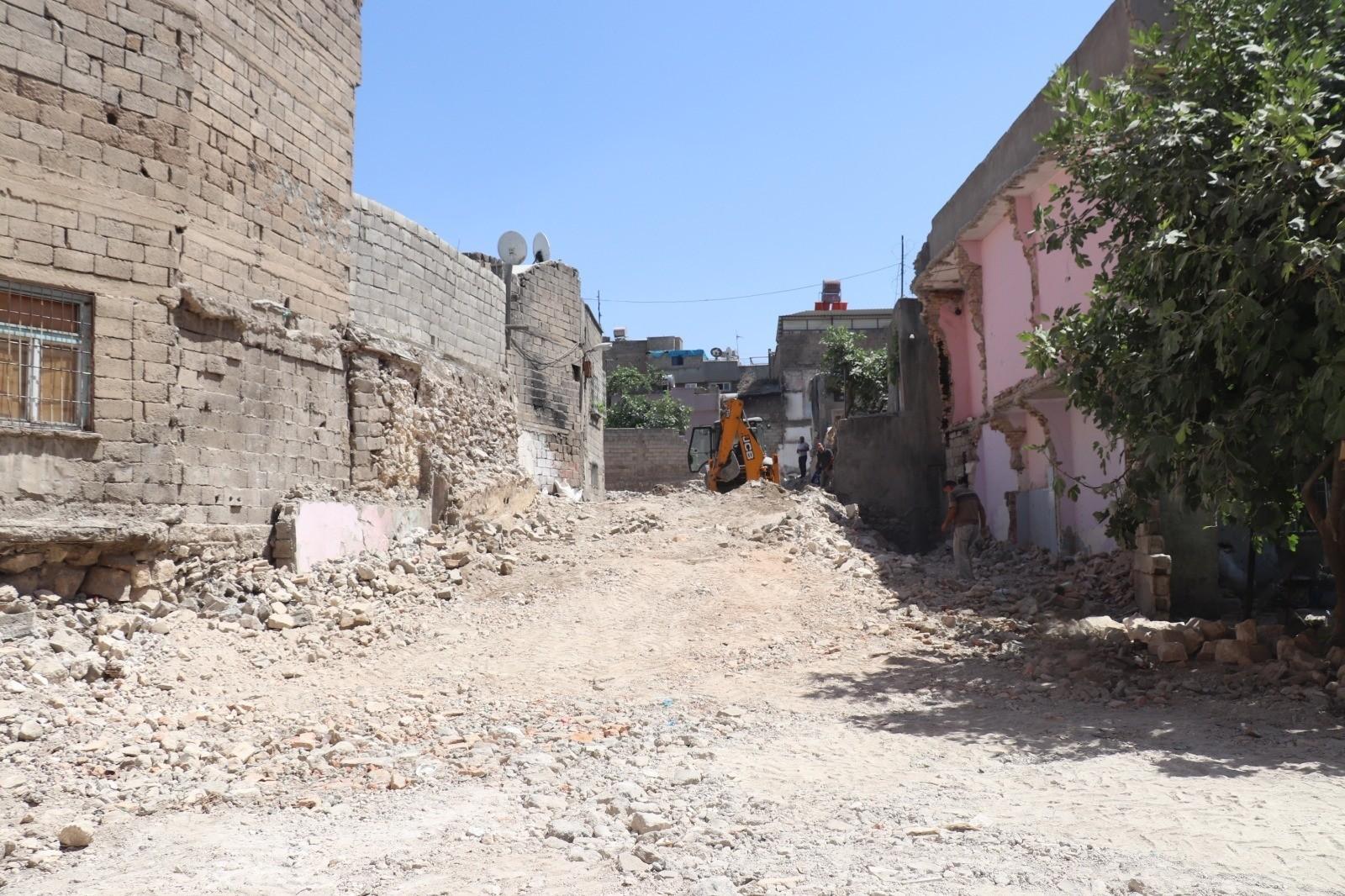 Siirt'te metruk binaların yıkımı sürüyor