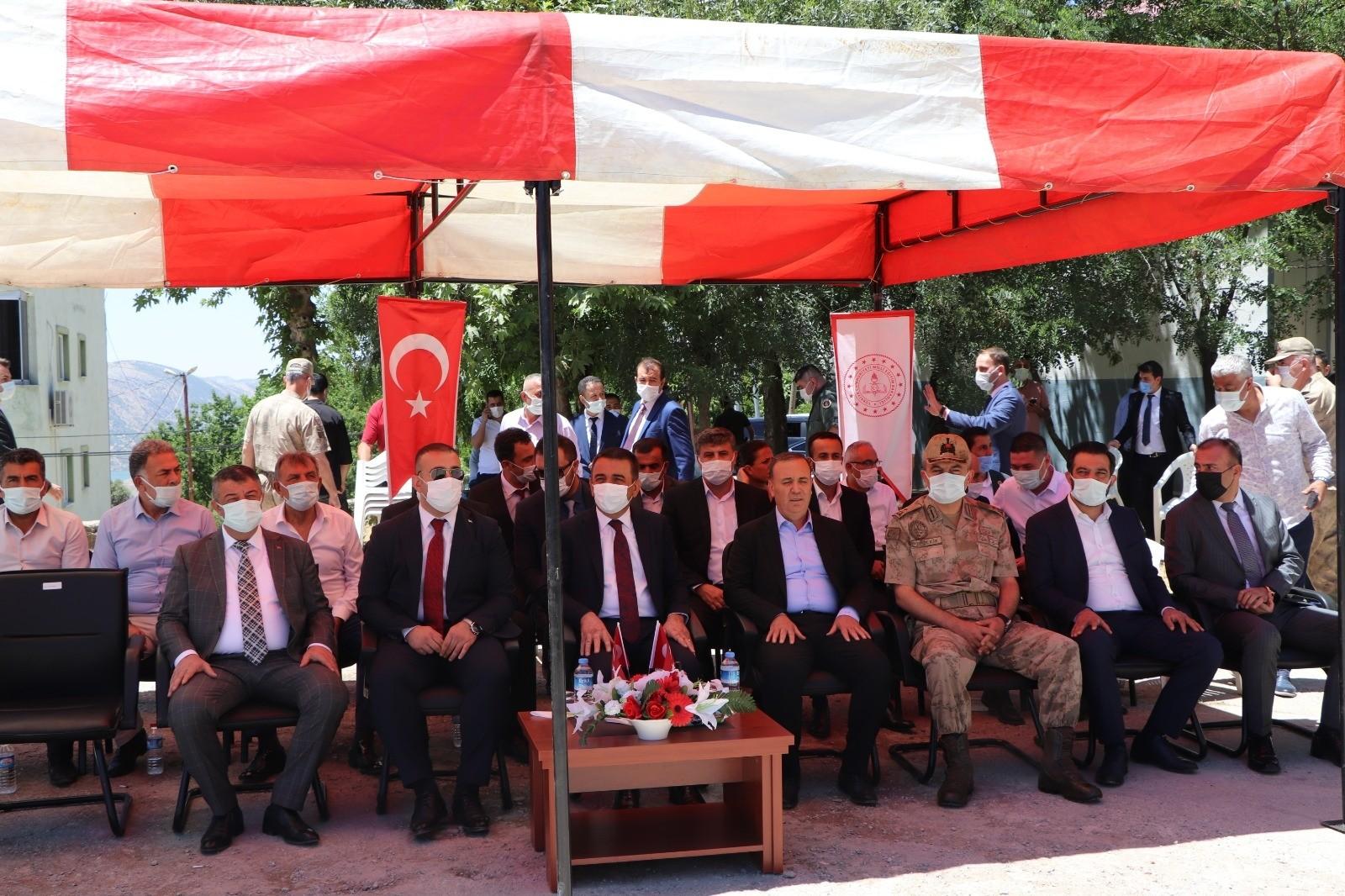Siirt'te şehit Aktürk'ün isminin verildiği kütüphane açılışı ve okulun temeli atıldı