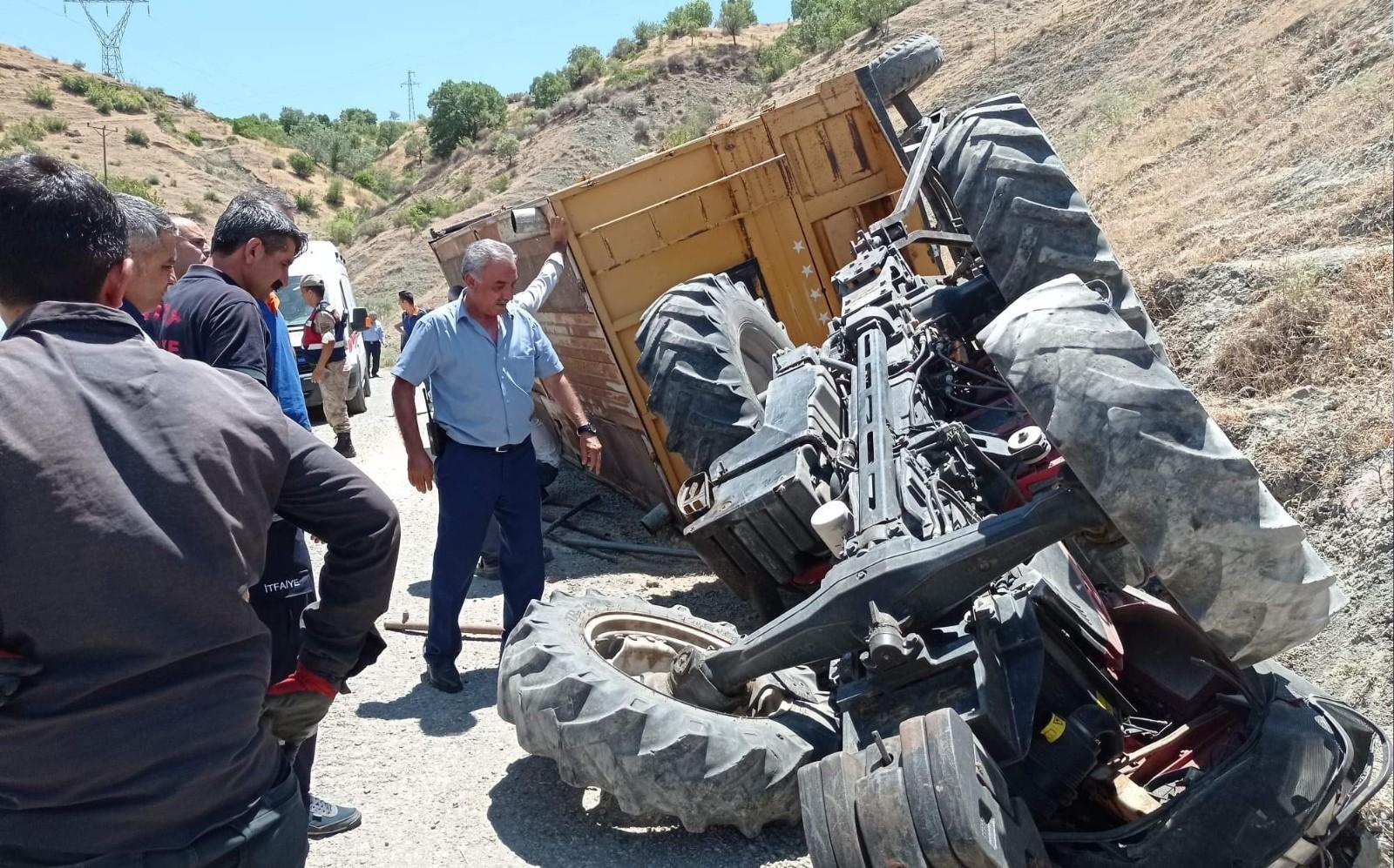 Siirt'te traktör devrildi, sürücü ağır yaralandı