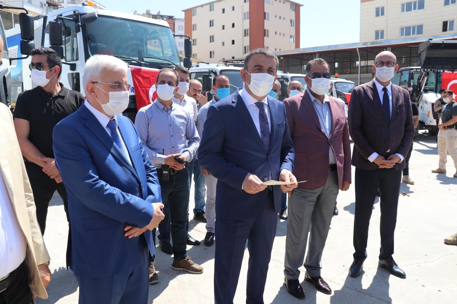 Siirt belediyesi ve ilçe belediyelerine araç hibe edildi