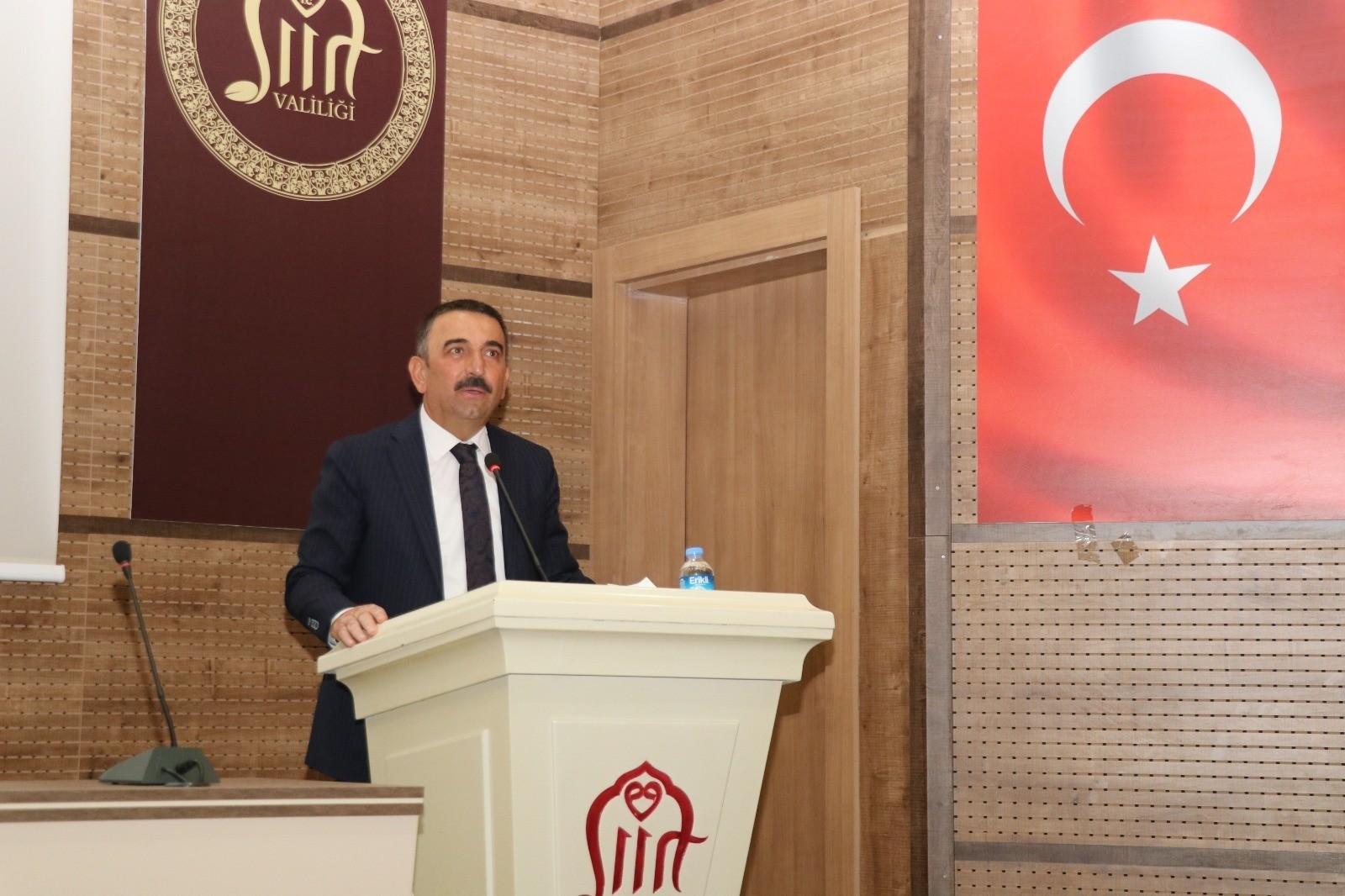 Siirt Valisi Hacıbektaşoğlu, muhtarlarla pandemi toplantısında bir araya geldi