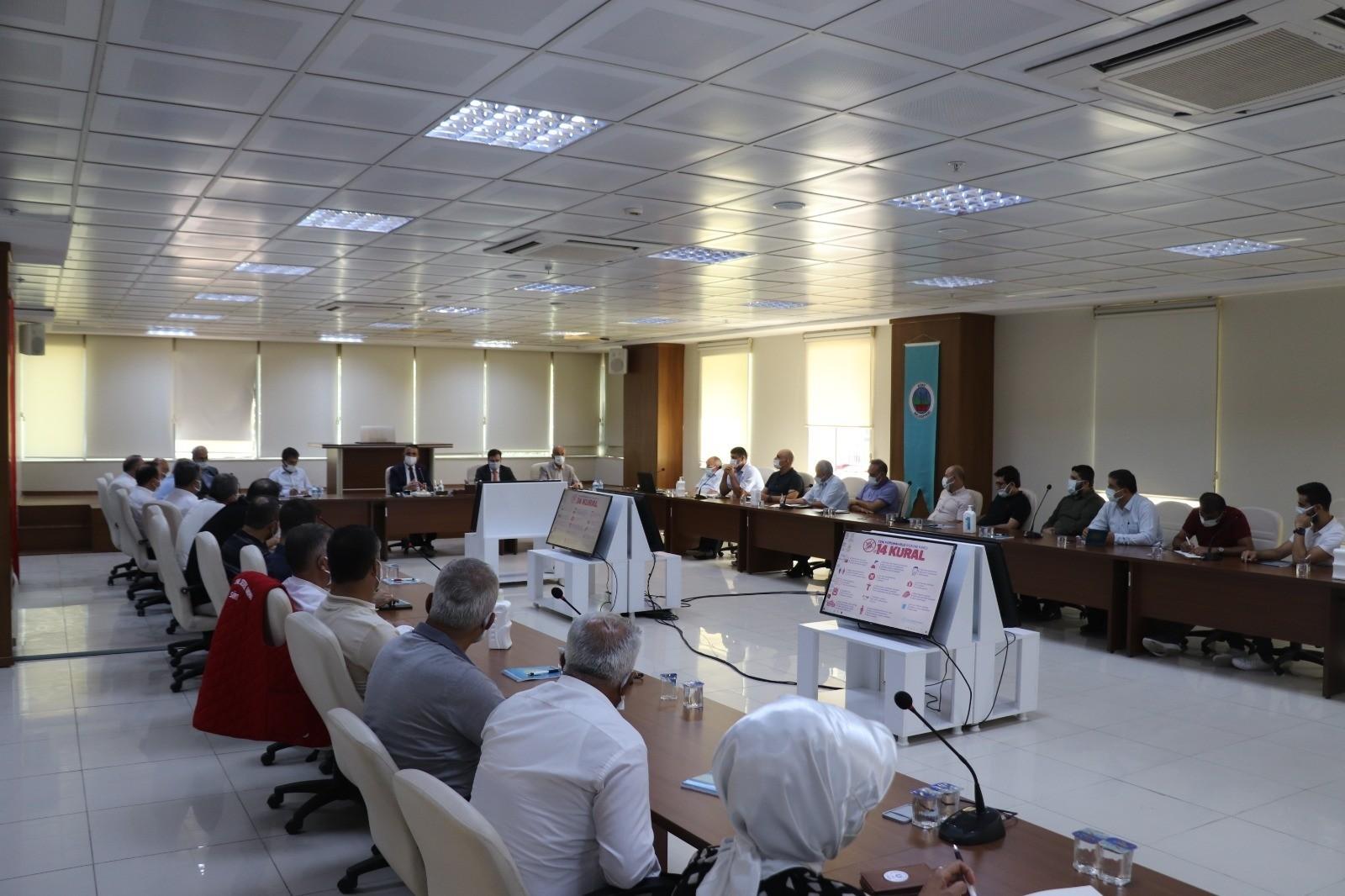 Siirt Valisi Hacıbektaşoğlu STK temsilcileri ile pandemi toplantısı gerçekleştirdi
