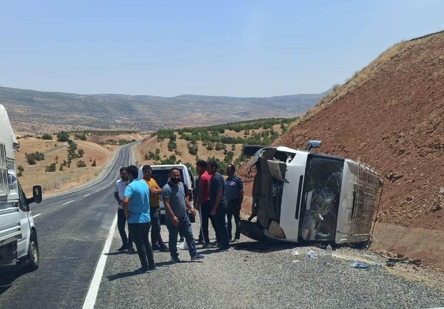 Siirt'te minibüs devrildi: 3 yaralı