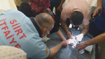 17 yaşındaki kızın parmağına sıkışan yüzük, itfaiye ekiplerinin çalışması ile çıkarıldı