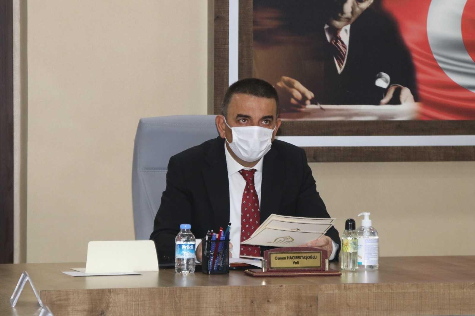 Siirt Valisi Hacıbektaşoğlu başkanlığında pandemi değerlendirme toplantısı gerçekleştirildi